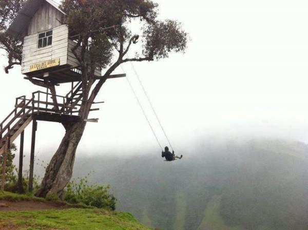 Ci andreste mai su un'altalena sul bordo di una scogliera? (3)