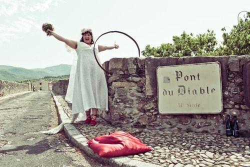 Donna australiana sposa un ponte nel sud della Francia (4)