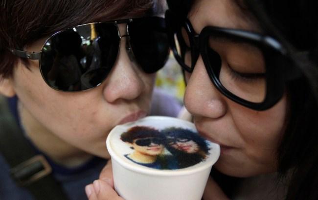 Bar taiwanese stampa ritratti nei cappuccini (1)