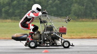 Raggiunge i 112 km/h con un carrello della spesa