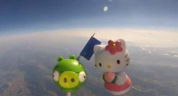 Papà francese manda due giocattoli nello spazio, filmando il tutto