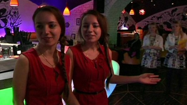 Ristorante di Mosca assume solo gemelli