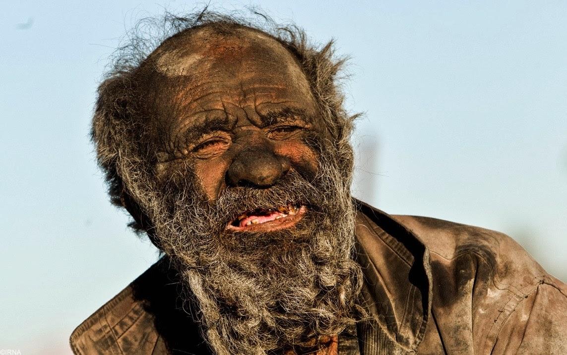 L'uomo più sporco del mondo, non si lava da 60 anni