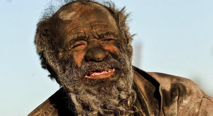 L'uomo più sporco del mondo, non si lava da 60 anni (4)