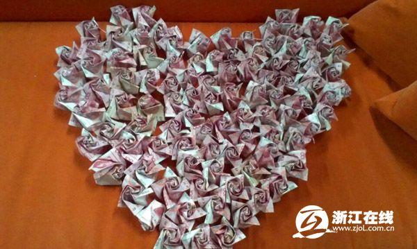 999 rose fatte di banconote (3)