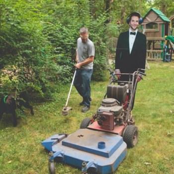 Bradley Cooper taglia l'erba