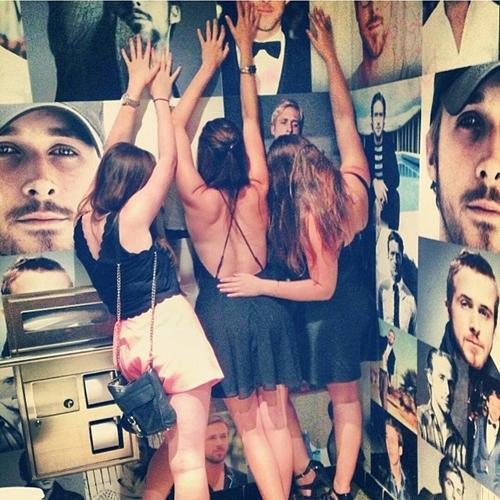 Il bagno dei sogni delle donne tappezzato di foto di Ryan Gosling (1)