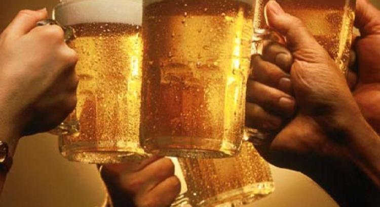 Alcolisti pagati in birra