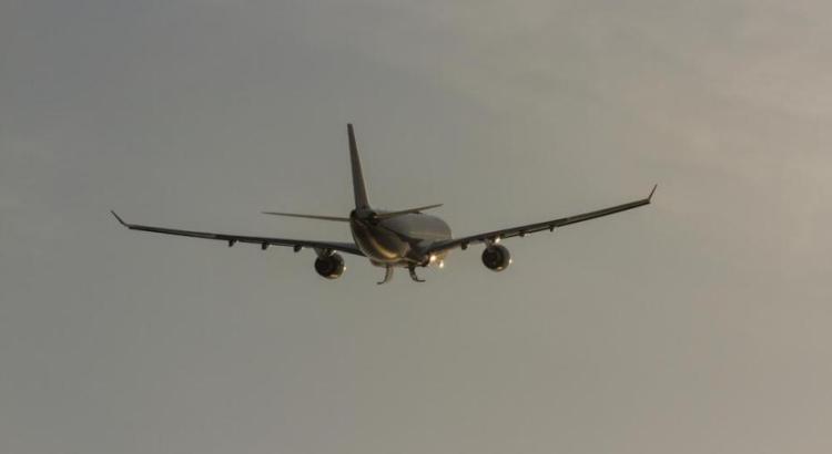 Odore nauseante in aereo provoca reazione a catena di vomito