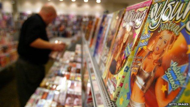 Inviati per errore cento DVD porno ad altrettanti bambini