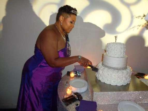 A 40 anni non ha ancora trovato l'anima gemella, decide di sposare se stessa (1)