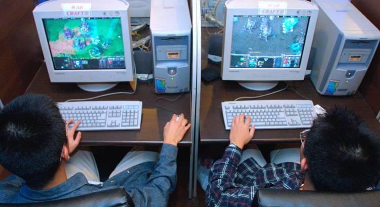 Si taglia la mano per curare la dipendenza da internet
