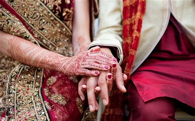 Lo sposo ha un attacco epilettico; la sposa prende in marito uno degli invitati
