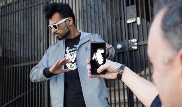 Abbigliamento anti-paparazzi per VIP, rovina foto fatte con il flash (2)
