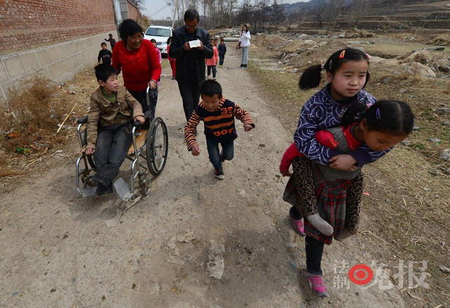 Chen e Guo, la coppia cinese che ha adottato più di 40 orfani disabili (3)