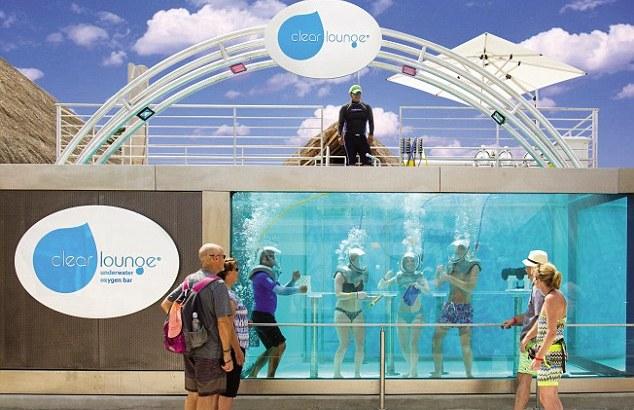 Aperto in Messico il primo bar subacqueo (1)