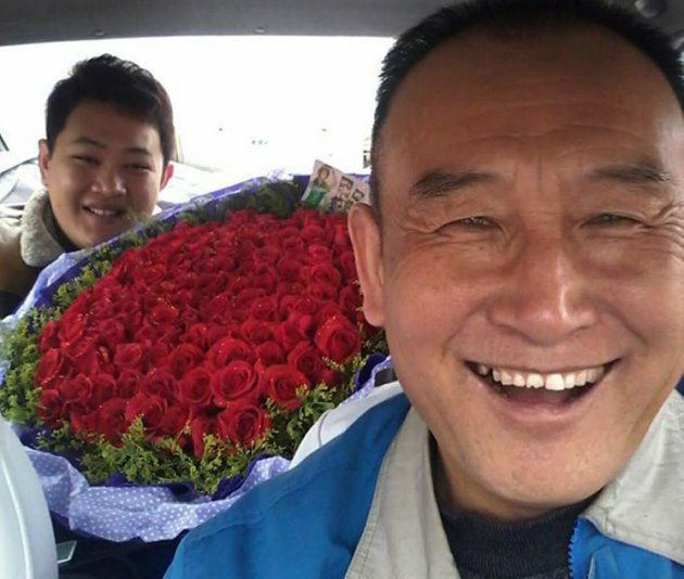 Teng, il simpatico tassista che si fa i selfie con i passeggeri (4)