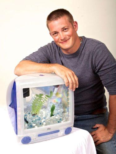 Artista vende vecchi iMac trasformati in bellissimi acquari