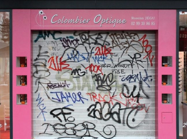 Riscrive sui muri le tag dei writers con testi leggibili7