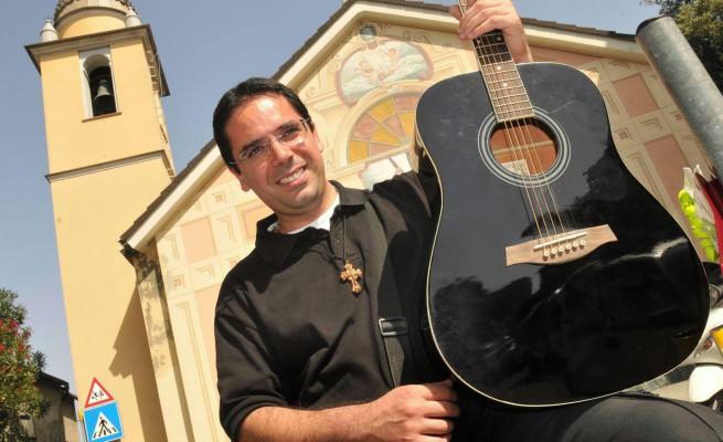Hit estive (e non) rivisitate in cover cristiane da Don Roberto Fiscer