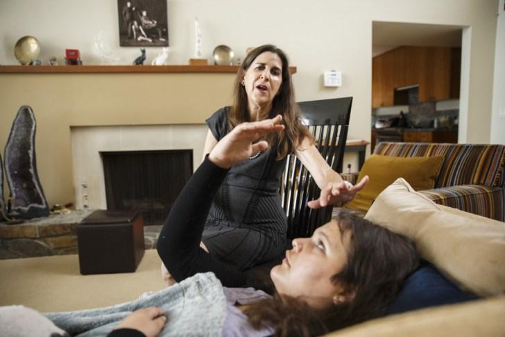Ipnoterapista di LA usa l'ipnosi per educare figli e marito