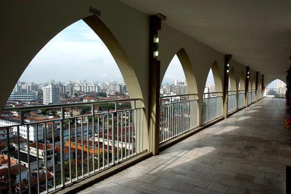 Tombe con vista al cimitero più alto del mondo