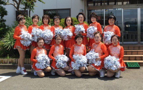 japan-pom-pom-cheerleader-2