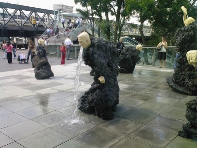 10 delle statue più assurde al mondo3