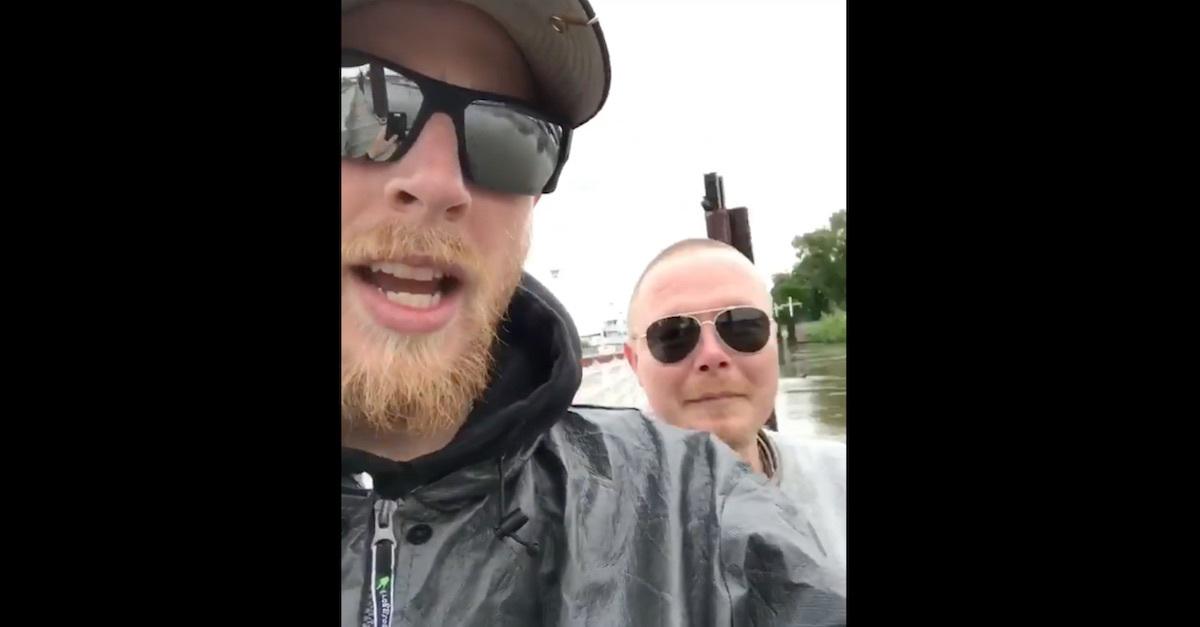 Pescata una borsa piena di dildo e vibratori nel Mississipi