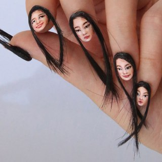 hair-selfie-nails-art-tiny-faces-designdain-3