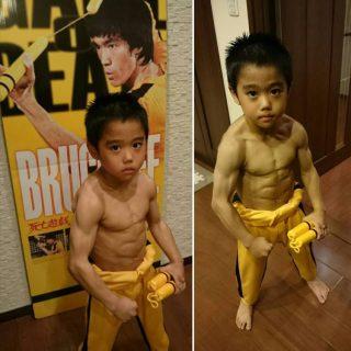 Bimbo di 8 anni si allena 4 ore al giorno per imitare il suo idolo Bruce Lee