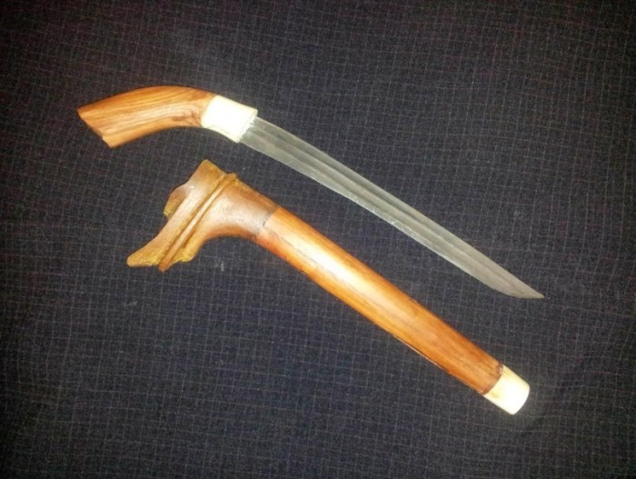Senjata Tradisional Badik tumbuk lado