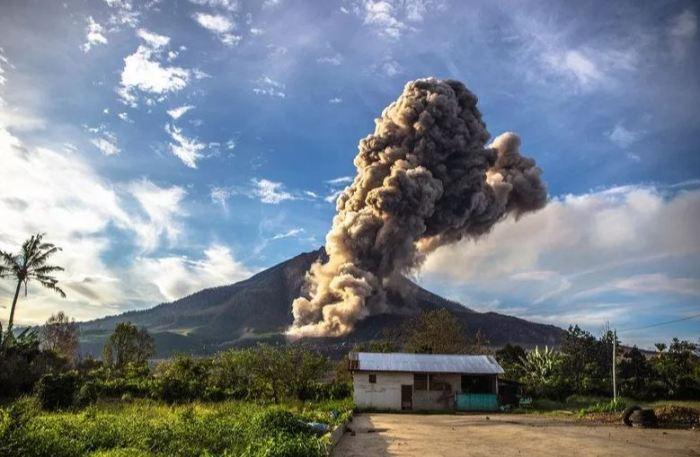 contoh teks eksplanasi gunung meletus