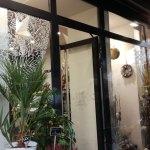 abys-illustration da streetart posca decoration vitrine flower