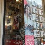 abys-streetart lyon posca deco vitrine orpi immobilier