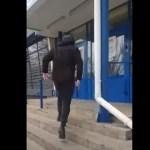 muž sekyra ukrajina