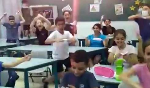 roušky izraelské děti