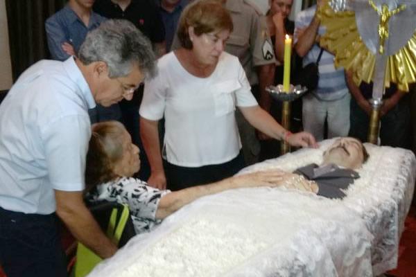 Amigos e familiares dão o último adeus a seu Wildy Viana em velório no Palácio Rio Branco, na capital