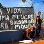 """Com gritos de """"fora Bolsonaro"""", manifestantes fazem ato contra a carreata e a favor da quarentena no Acre"""
