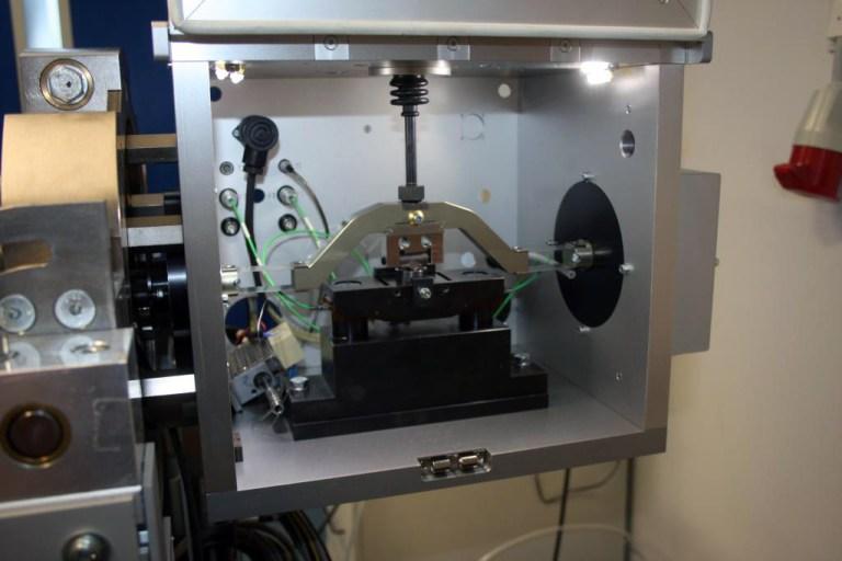 Schwing-Reib-Verschleiß Tribometer (SRV) mit drehbarer Testkammer