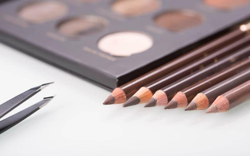 cursos de estetica en parla consejos para el maquillaje natural de las cejas kit de materiales-academia-peluqueria-estetica.com