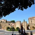 Ausflug nach Ronda mit den Spanischsprachschülern an der Stadtmauer.
