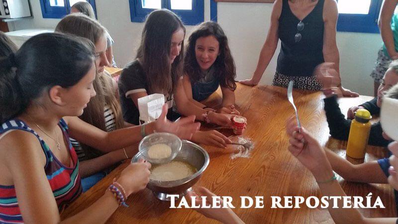 Escolares en el taller de repostería