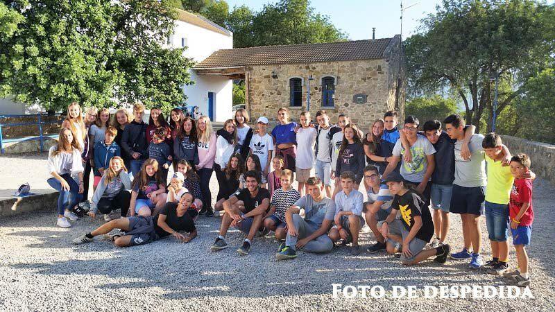 Grupo de escolares alemanes en el campamento