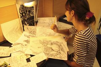 Cristina Coronas dibuja Batman para Dc Comics en Academia C10 de Madrid.