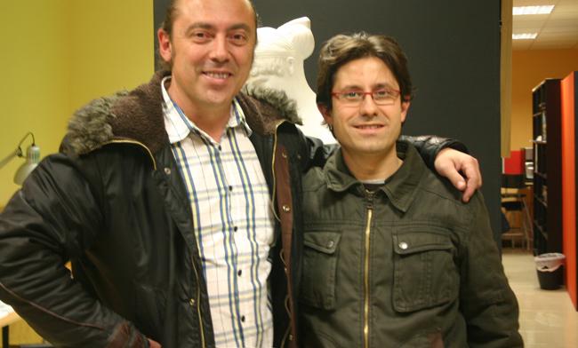 Julian Clemente, editor de Marvel España, posa con Carlos Díez, ilustrador y director de Academia C10 de Madrid.