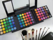 maquillajes-paletas-de-sombras-brochas-pinturas-uv-maquillaje-aerografia-aerografo-academia c10-cursos-madrid