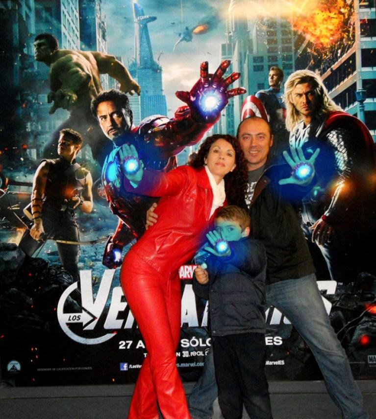El dibujante Carlos Diez y su familia en el estreno de los Vengadores, la genial pelicula del comic marvel