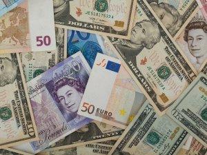 El libro de riesgos financieros trata de los riesgos más comunes de una pyme, entre los cuales están los del tipo de cambio entre diferentes monedas