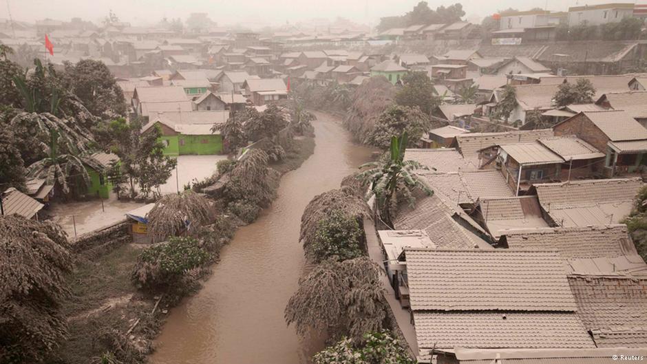 kliping bencana alam Abu Erupsi Gunung Kelud
